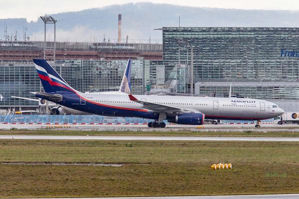 Aeroflot Airbus A330 rollt zur Endposition am Frankfurter Flughafen
