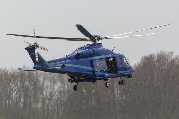 Es müssen nicht immer nur Jets sein. Auch Hubschrauber sind gerne fotografiert