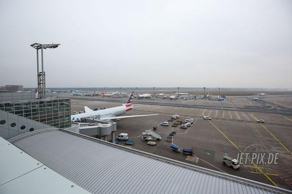 Blick auf das Vorfeld von der Besucherterrasse Frankfurt aus gesehen