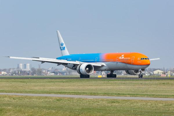 Orange-Pride, die KLM Boeing 777-300 in ihrer Lackierung ist ein echter Hingucker, der nicht nur die Holländer wie magisch anzieht.