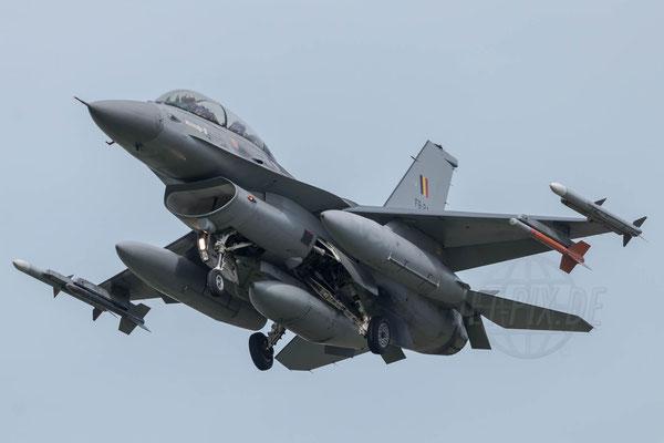 F16 bei der Landung in Leeuwarden