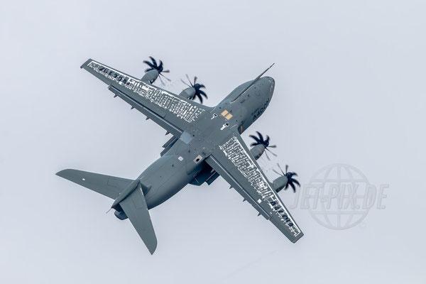 Der Airbus A400M zeigt was er kann. Steigflug wie ur er es kann