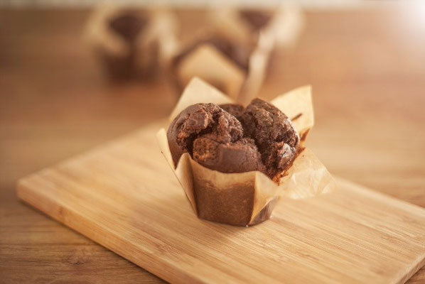 Choco muffin:  Engelse smeuïge muffin met pure chocolade van 80% cacao
