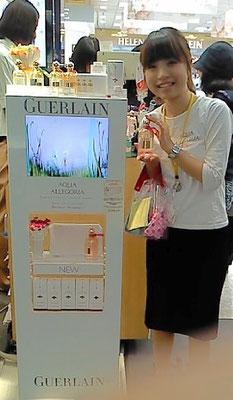 20011年 日本成田空港第2ターミナル JAL-DFS本館店 ゲラン化粧品通訳販売