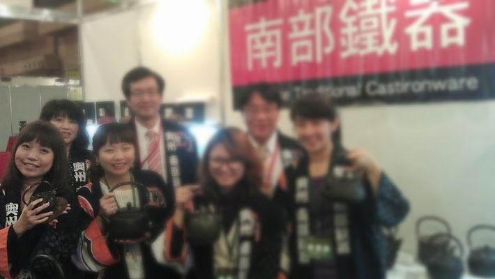 20012年 台北世貿中心 茶道工芸美術品展示会 通訳販売