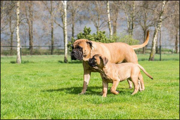 Mama Roos en Neeltje