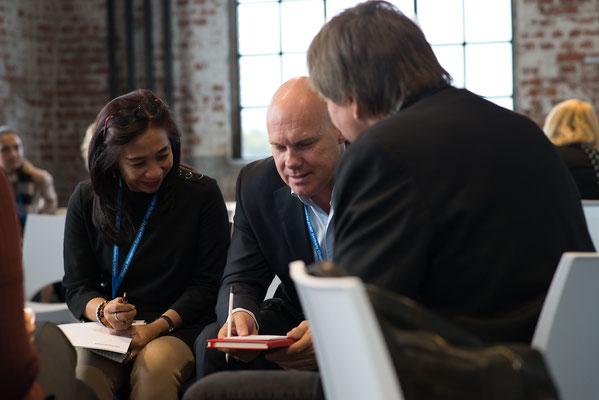 Diskussionen der Teilnehmer