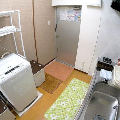 石垣島のリゾートバイトの「寮」ワンルームタイプ流し入り口付近