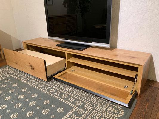 シンプルなデザインですが、しっかり収納スペースは確保しています。