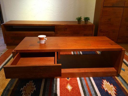 センターテーブルも引出付きです。
