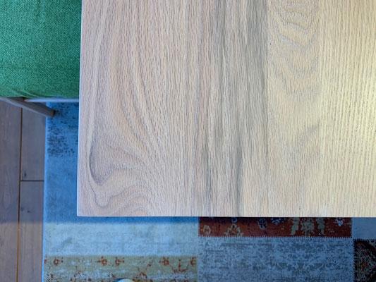 レッドオーク天板の木目です。