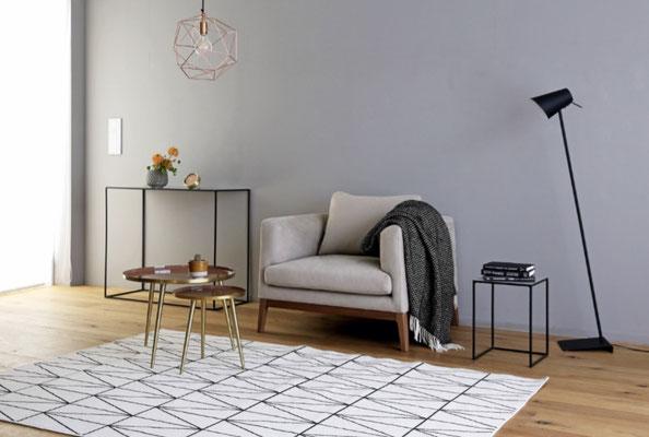 リビングだけでなく、寝室や書斎でも活躍する1Pソファ。「フラッチェ」に包まれて、贅沢な時間が過ごせそうです。