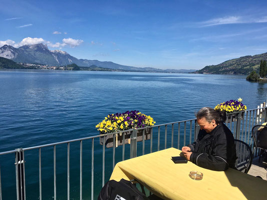 Kaffeepause am Thunersee