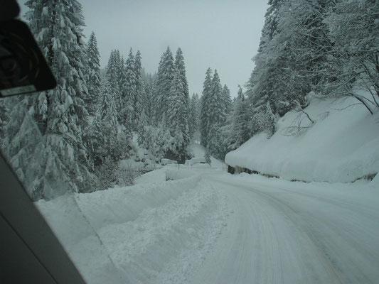 Klausenpass-Strasse im Winterkleid