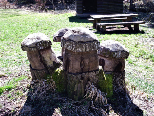 lustigen Holzskulpturen,