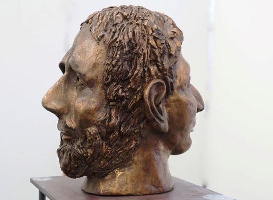 Janus - Bronzeskulptur von Ines Mösle