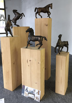 Pferdebrunnen (Entwurf) - Bronzeskulptur von Ines Mösle