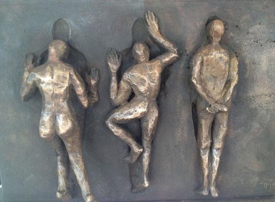 Rückkehr ins Jetzt - Bronzeskulptur von Ines Mösle