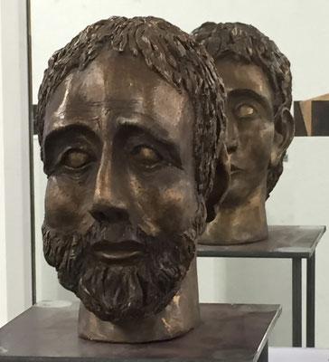 Janus (gespiegelt) - Bronzeskulptur von Ines Mösle