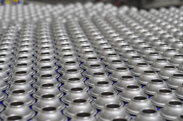 Überprüfung des Wareneingangs vom Lieferanten, des Warenausgangs zum Kunden oder produktionsbegleitend zum Beispiel bei Pilot- und Serienanläufen