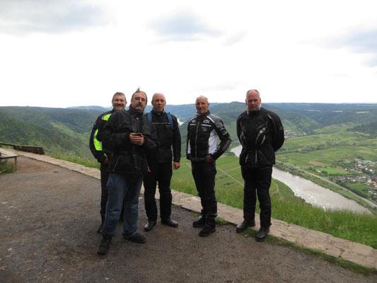 Gruppenfoto an der Moselschleife bei Bremm