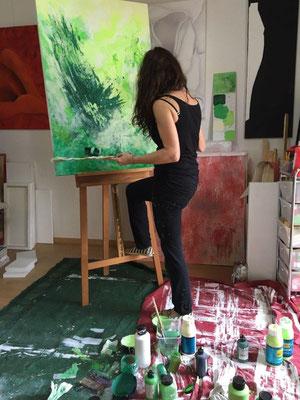 -Marion Haas-malt-im Atelier-im Rheingau-Eltville-