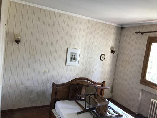 Depose de la tapisserie suite a un dégât des eaux