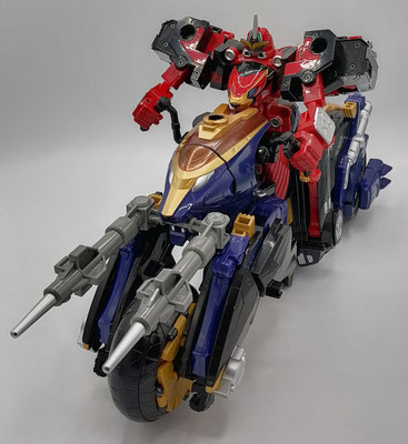 CB-01 Ace/Go-Buster Ace riding Buster Vehicle LT-06