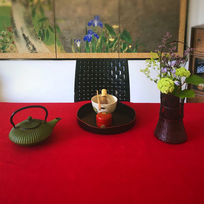 Bontemae, tea ceremony at a a table. att my Japanese SALON, villa Oud Holland in Bussum, The Netherlands.