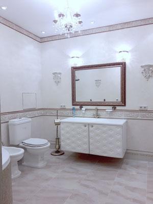 комплект мебели для ванной классика и белая кожа