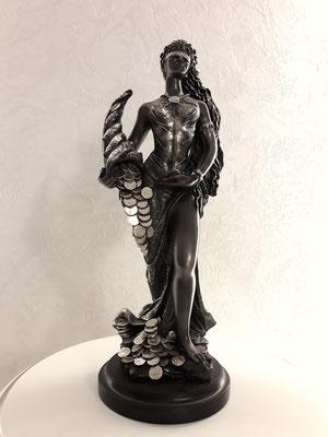 статуя в интерьере