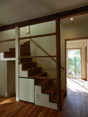 階段と母室