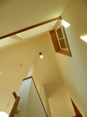 2階階段見上げ