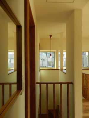 2階洗面室から猫の出窓方向