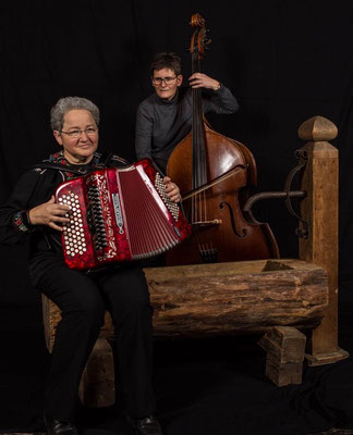 Mariann und Vreni, die Musikerinnen (Marianna D'Incua, Ursula Witschi)