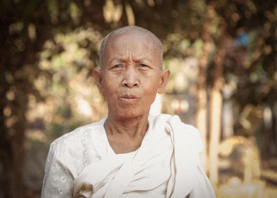 Anke Houdelet: Nonne / Kambodscha