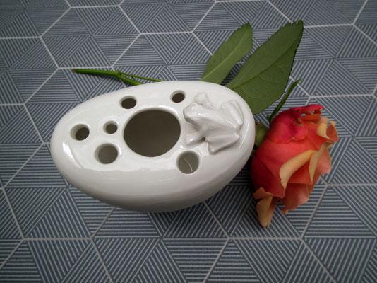 Frosch auf Vase