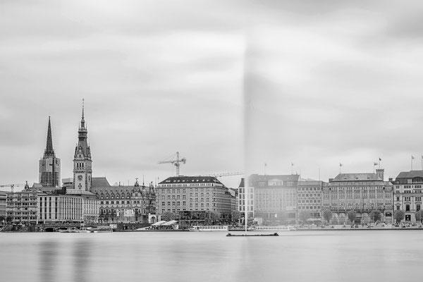 03.05.2017 - Hamburg Binnenalster mit Blick auf das Rathaus