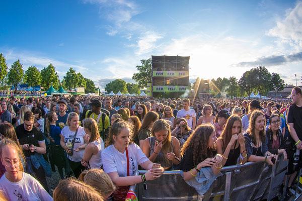 Blick in die Menge bei dem Auftritt von VONA
