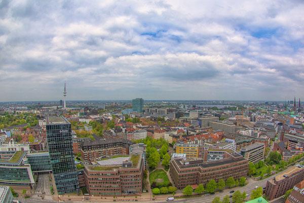 03.05.2017 - Blick über den Dächern von Hamburg