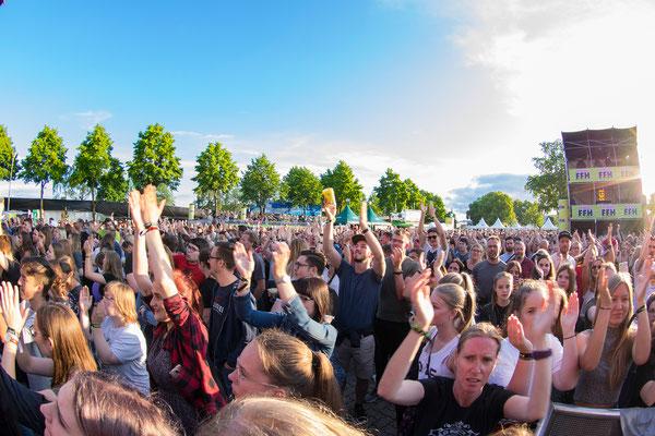 Blick in die Menge bei dem Auftritt von Deepend