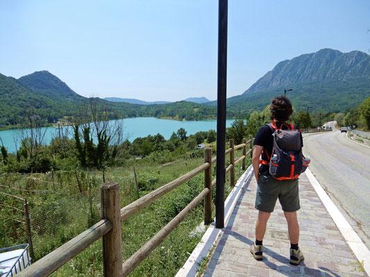 Il lago occupa una superficie di 6,140 km² ed ha una capacità utile di 10 milioni di metri cubi. Qui è possibile dedicarsi alla pesca e ad altri sport d'acqua, sono presenti un'area attrezzata per il camping e un maneggio