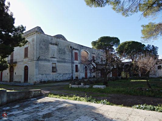 La bellissima Masseria Beltrani, un tempo appartenente alla storica famiglia tranese. Alle sue spalle custodisce un giardino meravilgioso