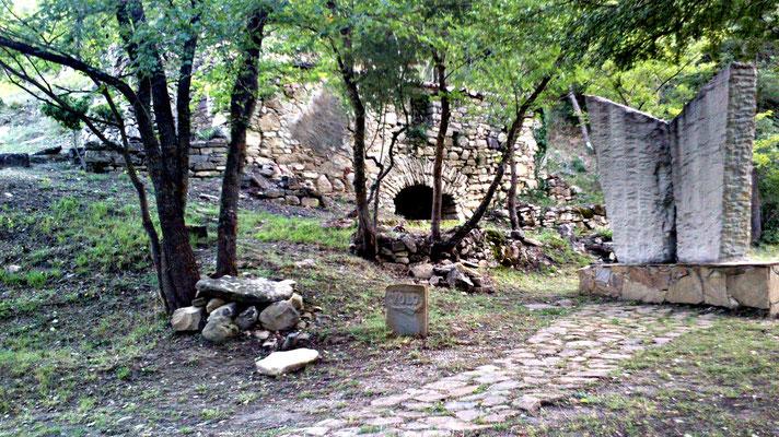 Le pietre del mondo di sotto guardarono con invidia Vito e la strega sollevarsi dalle vigne, dagli orti e dagli acquitrini. Dalla fatica e dalle malinconie della terra.