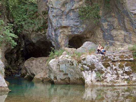 L'affascinante accesso alle Gole del Sammaro ed alle sorgenti