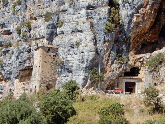 La Grotta dellAngelo dall'esterno
