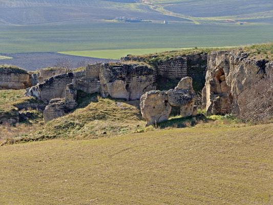 Queste sono le antiche cave di calcarenite sin dai tempi dell' Impero Romano ⛏️ E quella strana roccia in primo piano ricorda un po' a tutti i visitatori.. una sfinge 💛