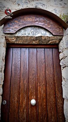 """E' documentata la presenza dell'eremita di """"San Michele Arcangelo, Francesco Granieri"""". Si comprende quindi la funzione della piccola abitazione costruita accanto all'ingresso della Grotta: un """"romitorio"""" che poi è stata usata come abitazione di fortuna"""