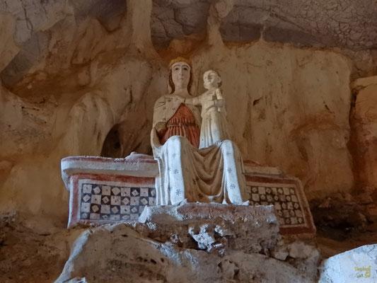 Una stupenda statua della Madonna bizantina con bambino del 1100