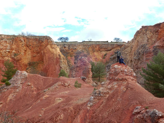 Su imponenti rocce argillose di bauxite
